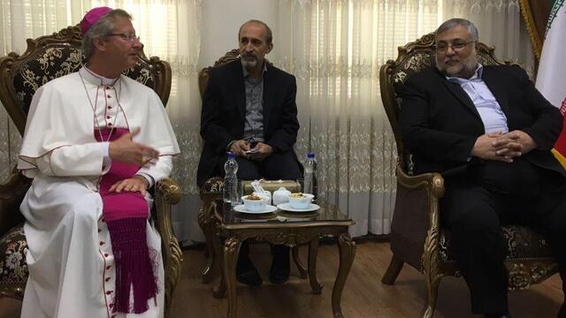 Mgr. Alain de Raemy (links) und Dr. Abouzar Ebrahimi Torkaman - Präsident ICRO (rechts) - Photo : Erwin Tanner (SBK)
